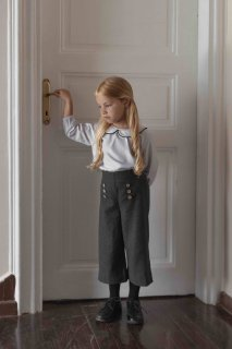 <img class='new_mark_img1' src='https://img.shop-pro.jp/img/new/icons23.gif' style='border:none;display:inline;margin:0px;padding:0px;width:auto;' />【30%OFF】minimom「Eden Trousers (Anthracite)」2020-AW