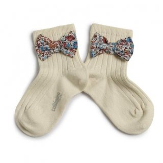 <img class='new_mark_img1' src='https://img.shop-pro.jp/img/new/icons14.gif' style='border:none;display:inline;margin:0px;padding:0px;width:auto;' />Collegien「Béatrice Ankle Sock with Liberty Bow - Doux Agneaux」