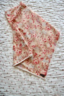 <img class='new_mark_img1' src='https://img.shop-pro.jp/img/new/icons14.gif' style='border:none;display:inline;margin:0px;padding:0px;width:auto;' />BONJOUR DIARY 「Scarf with piping (Big flower print)」2021-SS