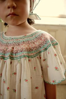 <img class='new_mark_img1' src='https://img.shop-pro.jp/img/new/icons14.gif' style='border:none;display:inline;margin:0px;padding:0px;width:auto;' />BONJOUR DIARY 「Butterfly blouse (Small flower print)」2021-SS