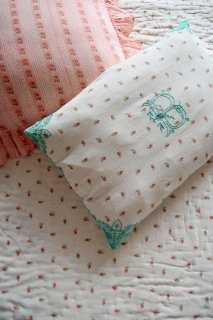 <img class='new_mark_img1' src='https://img.shop-pro.jp/img/new/icons14.gif' style='border:none;display:inline;margin:0px;padding:0px;width:auto;' />BONJOUR DIARY 「Pillow case (Small flower print)」2021-SS