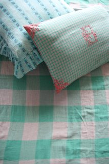 <img class='new_mark_img1' src='https://img.shop-pro.jp/img/new/icons14.gif' style='border:none;display:inline;margin:0px;padding:0px;width:auto;' />BONJOUR DIARY 「Pillow case (Mint check)」2021-SS