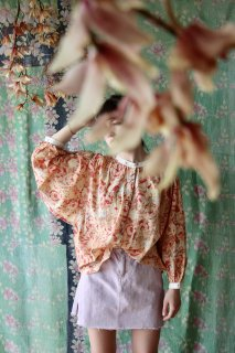 <img class='new_mark_img1' src='https://img.shop-pro.jp/img/new/icons14.gif' style='border:none;display:inline;margin:0px;padding:0px;width:auto;' />BONJOUR DIARY 「Women Blouse (Big flower print)」2021-SS