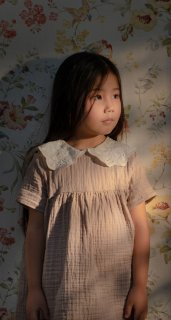 <img class='new_mark_img1' src='https://img.shop-pro.jp/img/new/icons23.gif' style='border:none;display:inline;margin:0px;padding:0px;width:auto;' />【30%OFF】minimom「Frances Dress (Powder)」2021-SS