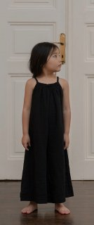 <img class='new_mark_img1' src='https://img.shop-pro.jp/img/new/icons23.gif' style='border:none;display:inline;margin:0px;padding:0px;width:auto;' />【30%OFF】minimom「Julian Jumpsuit (Black)」2021-SS