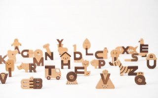 <img class='new_mark_img1' src='https://img.shop-pro.jp/img/new/icons14.gif' style='border:none;display:inline;margin:0px;padding:0px;width:auto;' />Oioiooi「Alphabet Play Blocks」