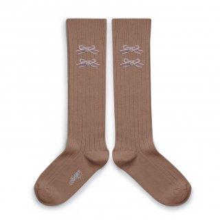 <img class='new_mark_img1' src='https://img.shop-pro.jp/img/new/icons14.gif' style='border:none;display:inline;margin:0px;padding:0px;width:auto;' />Collegien「Hortense Ribbed Knee-high Socks with Velvet Bows - Praline de Lyon」