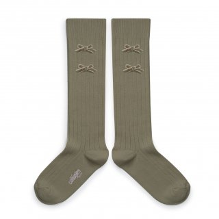 <img class='new_mark_img1' src='https://img.shop-pro.jp/img/new/icons14.gif' style='border:none;display:inline;margin:0px;padding:0px;width:auto;' />Collegien「Hortense Ribbed Knee-high Socks with Velvet Bows - Sauge」