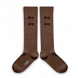 <img class='new_mark_img1' src='https://img.shop-pro.jp/img/new/icons14.gif' style='border:none;display:inline;margin:0px;padding:0px;width:auto;' />Collegien「Hortense Ribbed Knee-high Socks with Velvet Bows - Chocolat au lait」