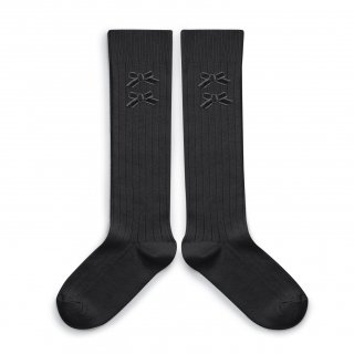 <img class='new_mark_img1' src='https://img.shop-pro.jp/img/new/icons14.gif' style='border:none;display:inline;margin:0px;padding:0px;width:auto;' />Collegien「Hortense Ribbed Knee-high Socks with Velvet Bows - Pierre de Volvic」