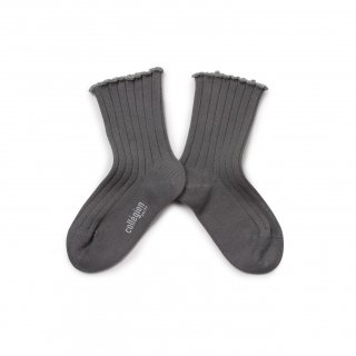 <img class='new_mark_img1' src='https://img.shop-pro.jp/img/new/icons14.gif' style='border:none;display:inline;margin:0px;padding:0px;width:auto;' />Collegien「Delphine Lettuce Trim Socks - Gris Galet」
