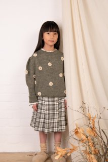 <img class='new_mark_img1' src='https://img.shop-pro.jp/img/new/icons14.gif' style='border:none;display:inline;margin:0px;padding:0px;width:auto;' />KOKORI「DAISY JUMPER (ANTIQUE GREEN)」2021-AW