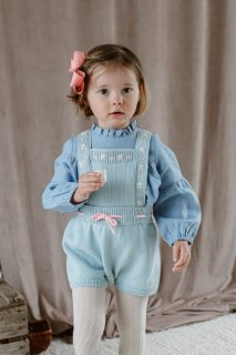 <img class='new_mark_img1' src='https://img.shop-pro.jp/img/new/icons14.gif' style='border:none;display:inline;margin:0px;padding:0px;width:auto;' />HAPPYOLOGY「Whitby Knitted Dungaree (Soda Blue)」2021-AW