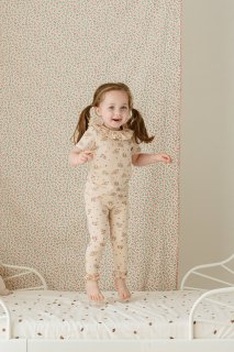 <img class='new_mark_img1' src='https://img.shop-pro.jp/img/new/icons14.gif' style='border:none;display:inline;margin:0px;padding:0px;width:auto;' />HAPPYOLOGY「Strawberry Garden Leggings」2021-AW