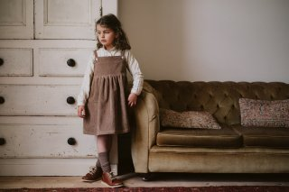<img class='new_mark_img1' src='https://img.shop-pro.jp/img/new/icons14.gif' style='border:none;display:inline;margin:0px;padding:0px;width:auto;' />Little Cotton Clothes「Thalia Pinafore - oak cord」2021-AW