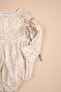 <img class='new_mark_img1' src='https://img.shop-pro.jp/img/new/icons14.gif' style='border:none;display:inline;margin:0px;padding:0px;width:auto;' />minimom「Linden Baby Romper (Yellow)」2021-AW
