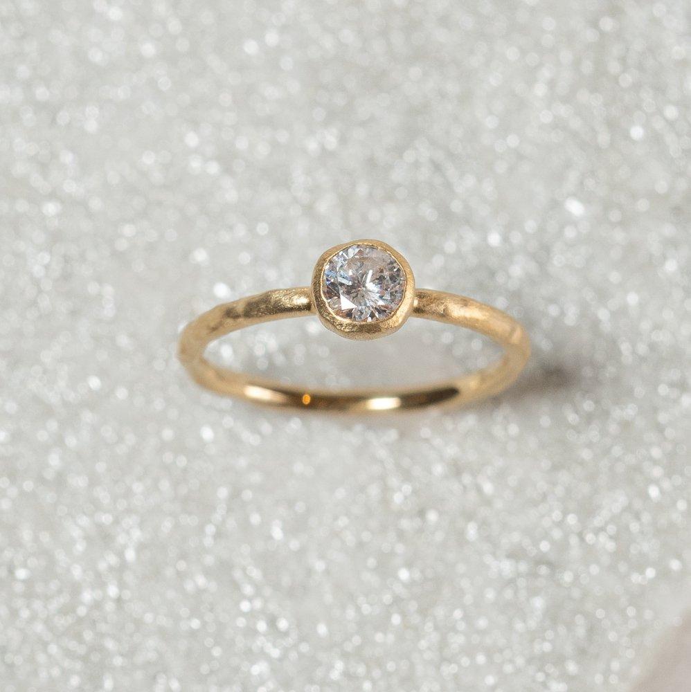 K18YG classy ring † Diamond