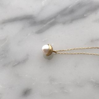 K18YG moon pearl necklace