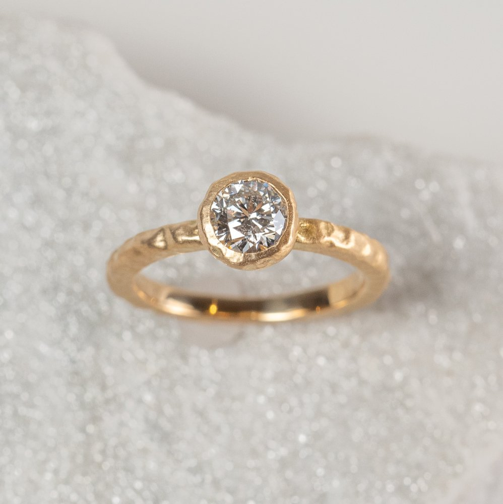 K18YG luxe diamond ring