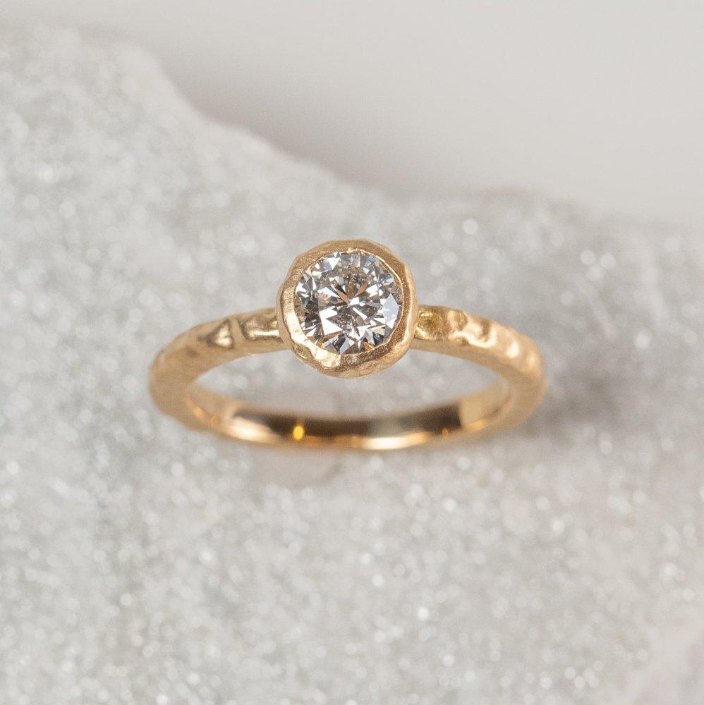 N°1  K18YG luxe diamond ring 0.7ct