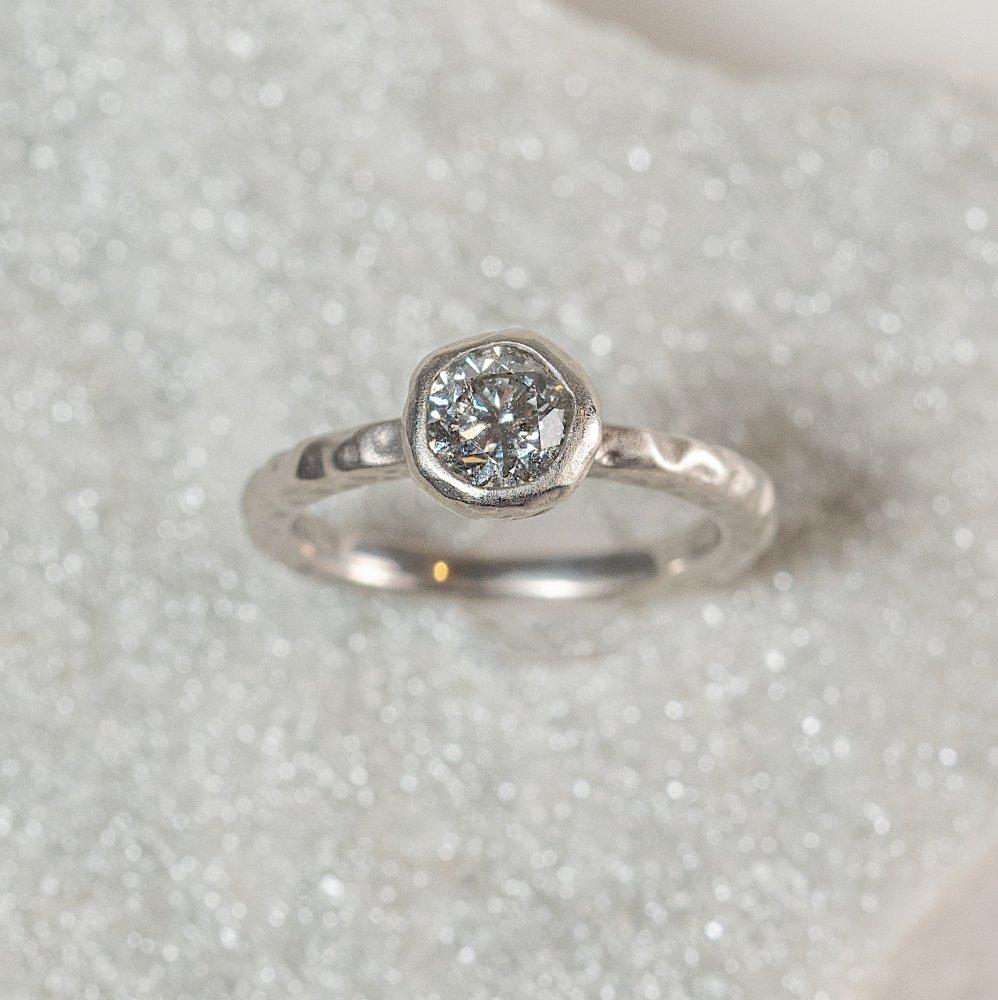 N°2  PT900 luxe diamond ring 0.7ct