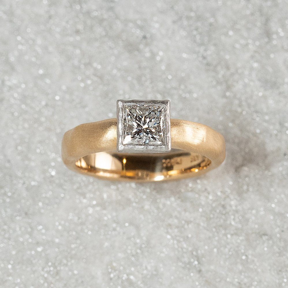 <img class='new_mark_img1' src='https://img.shop-pro.jp/img/new/icons8.gif' style='border:none;display:inline;margin:0px;padding:0px;width:auto;' />N°18    K18arm princess diamond ring 0.8ct