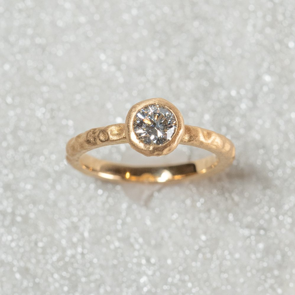 <img class='new_mark_img1' src='https://img.shop-pro.jp/img/new/icons8.gif' style='border:none;display:inline;margin:0px;padding:0px;width:auto;' />N°3  K18YG luxe diamond ring 0.5ct