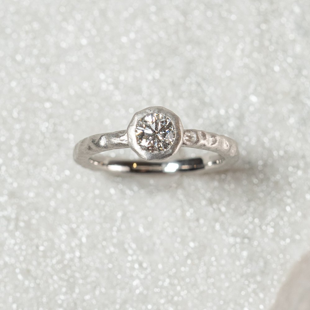 <img class='new_mark_img1' src='https://img.shop-pro.jp/img/new/icons8.gif' style='border:none;display:inline;margin:0px;padding:0px;width:auto;' />N°4  PT900 luxe diamond ring 0.5ct