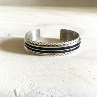 Tom Hawk  Navajo double side twist bangle