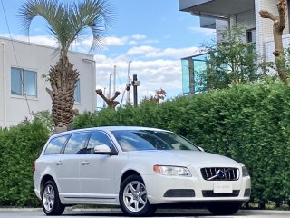 2010 Volvo V70 2.5T</br>1 owner </br>Aisin AT