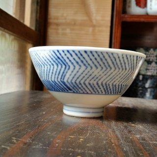 摺絵染付茶碗 ギザギザ