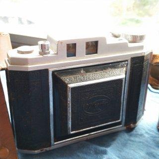 古いカメラ(皮のケース付き)