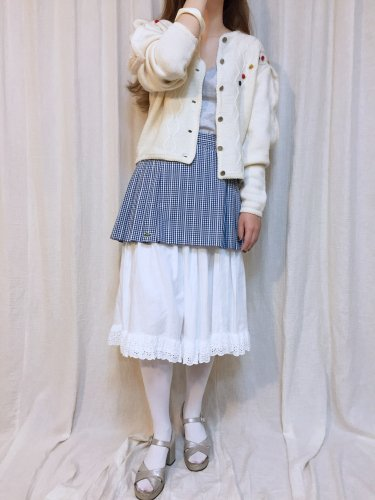 <img class='new_mark_img1' src='https://img.shop-pro.jp/img/new/icons34.gif' style='border:none;display:inline;margin:0px;padding:0px;width:auto;' />white tyrol knit cardigan