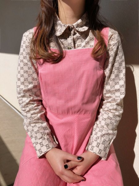 <img class='new_mark_img1' src='https://img.shop-pro.jp/img/new/icons14.gif' style='border:none;display:inline;margin:0px;padding:0px;width:auto;' />beige rogo print blouse