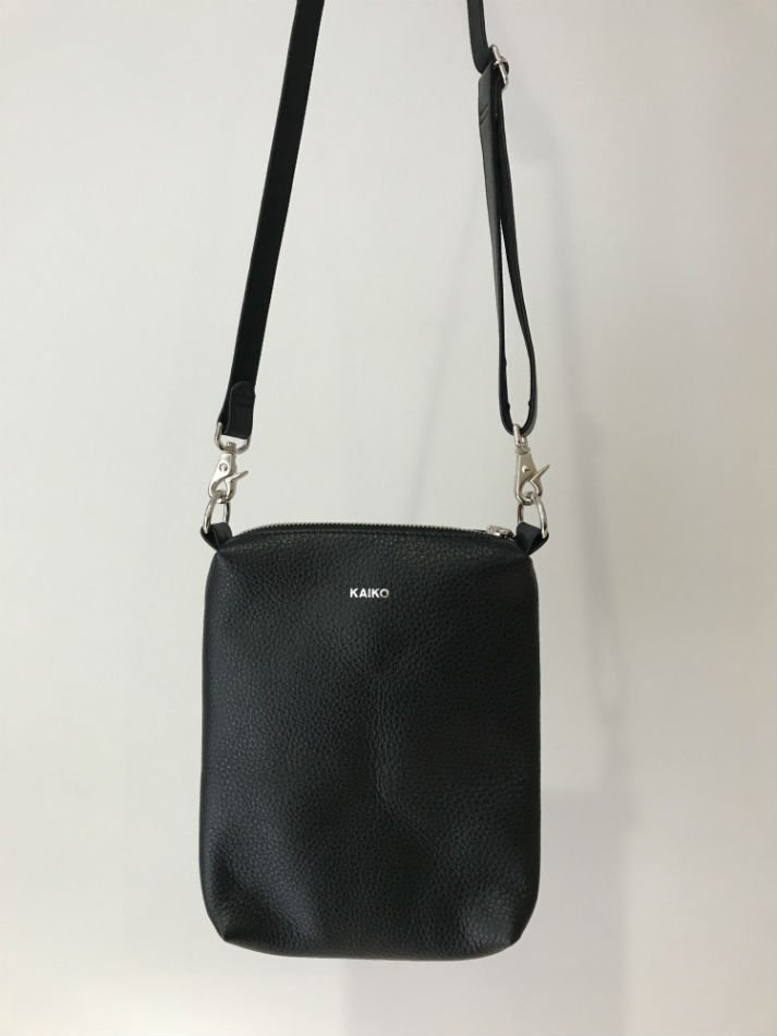 KAIKO<br />LEATHER SHOULDER BAG<img class='new_mark_img2' src='https://img.shop-pro.jp/img/new/icons14.gif' style='border:none;display:inline;margin:0px;padding:0px;width:auto;' />