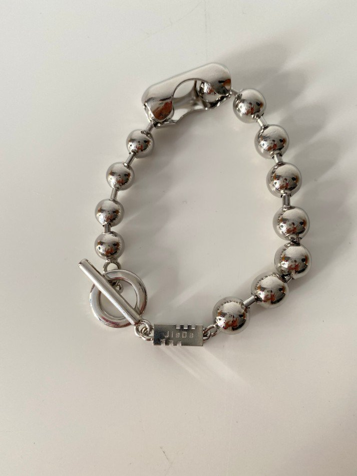 JieDa<br />SWITCHING BALL CHAIN BRACELET