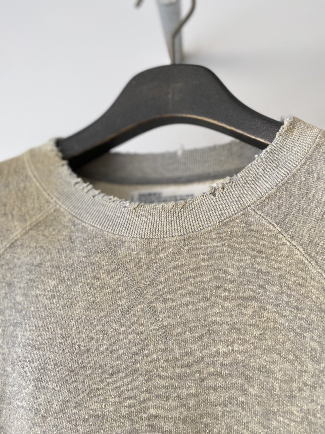 DAIRIKU<br />Ponyboy Pullover Sweater / Mud Grey<img class='new_mark_img2' src='https://img.shop-pro.jp/img/new/icons14.gif' style='border:none;display:inline;margin:0px;padding:0px;width:auto;' />