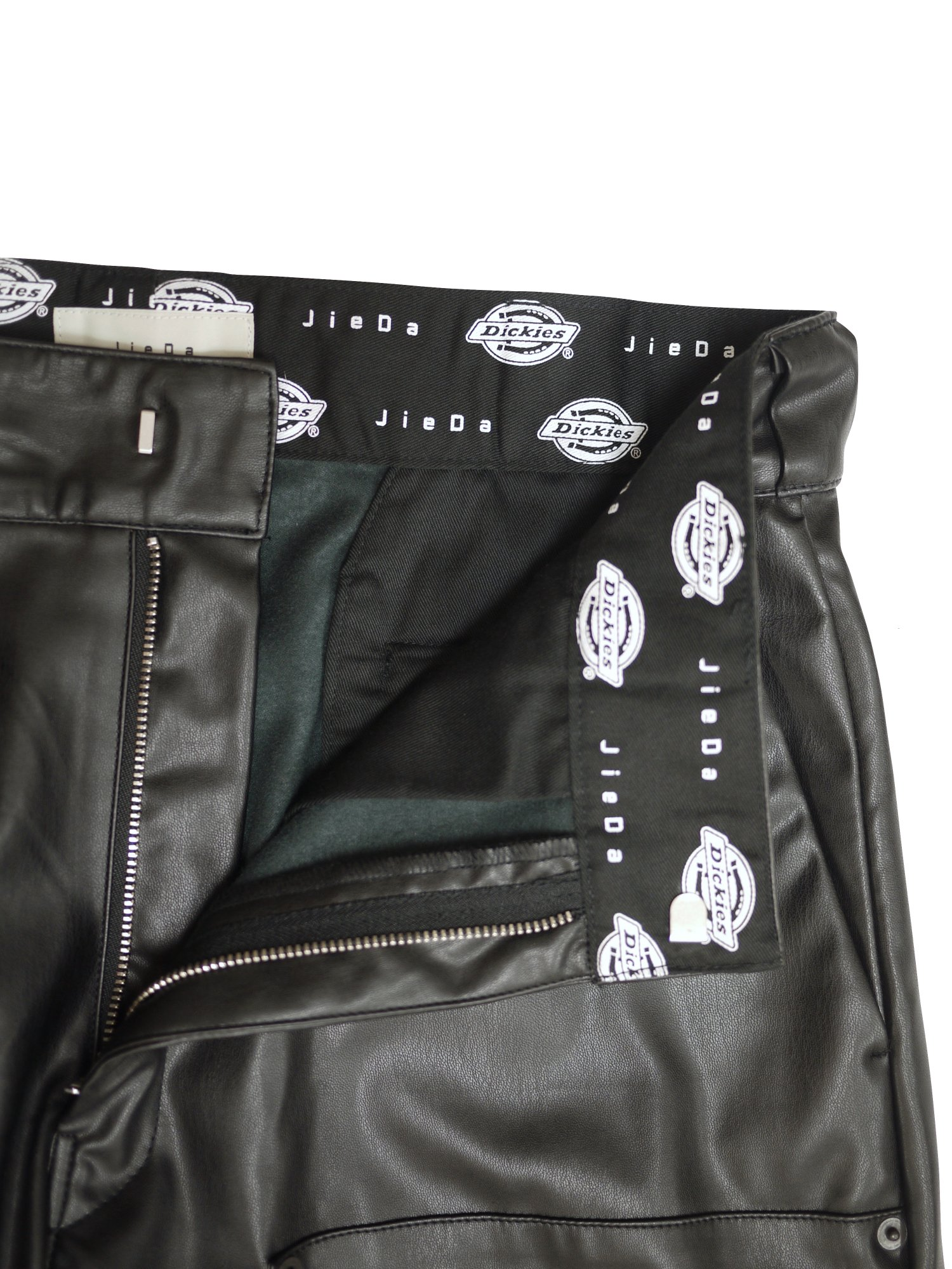 JieDa×Dickies<br />FAKE LEATHER DOUBLE KNEE PANTS / BLACK<img class='new_mark_img2' src='https://img.shop-pro.jp/img/new/icons47.gif' style='border:none;display:inline;margin:0px;padding:0px;width:auto;' />