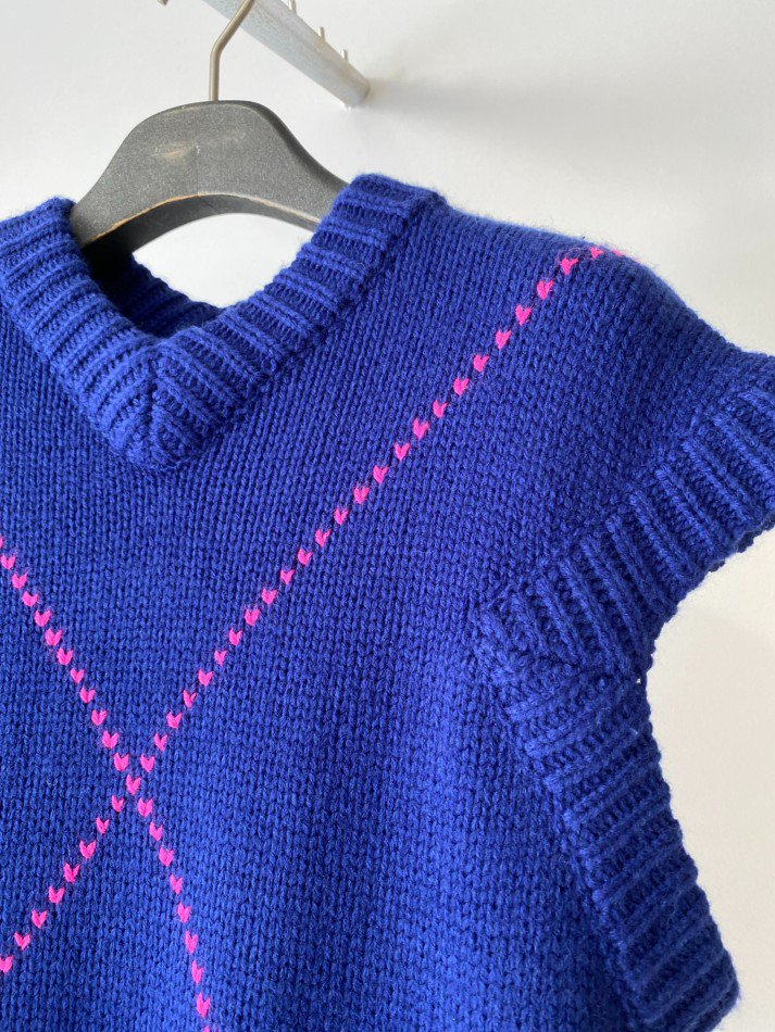 soduk<br />heart cross knit vest / blue<img class='new_mark_img2' src='https://img.shop-pro.jp/img/new/icons14.gif' style='border:none;display:inline;margin:0px;padding:0px;width:auto;' />