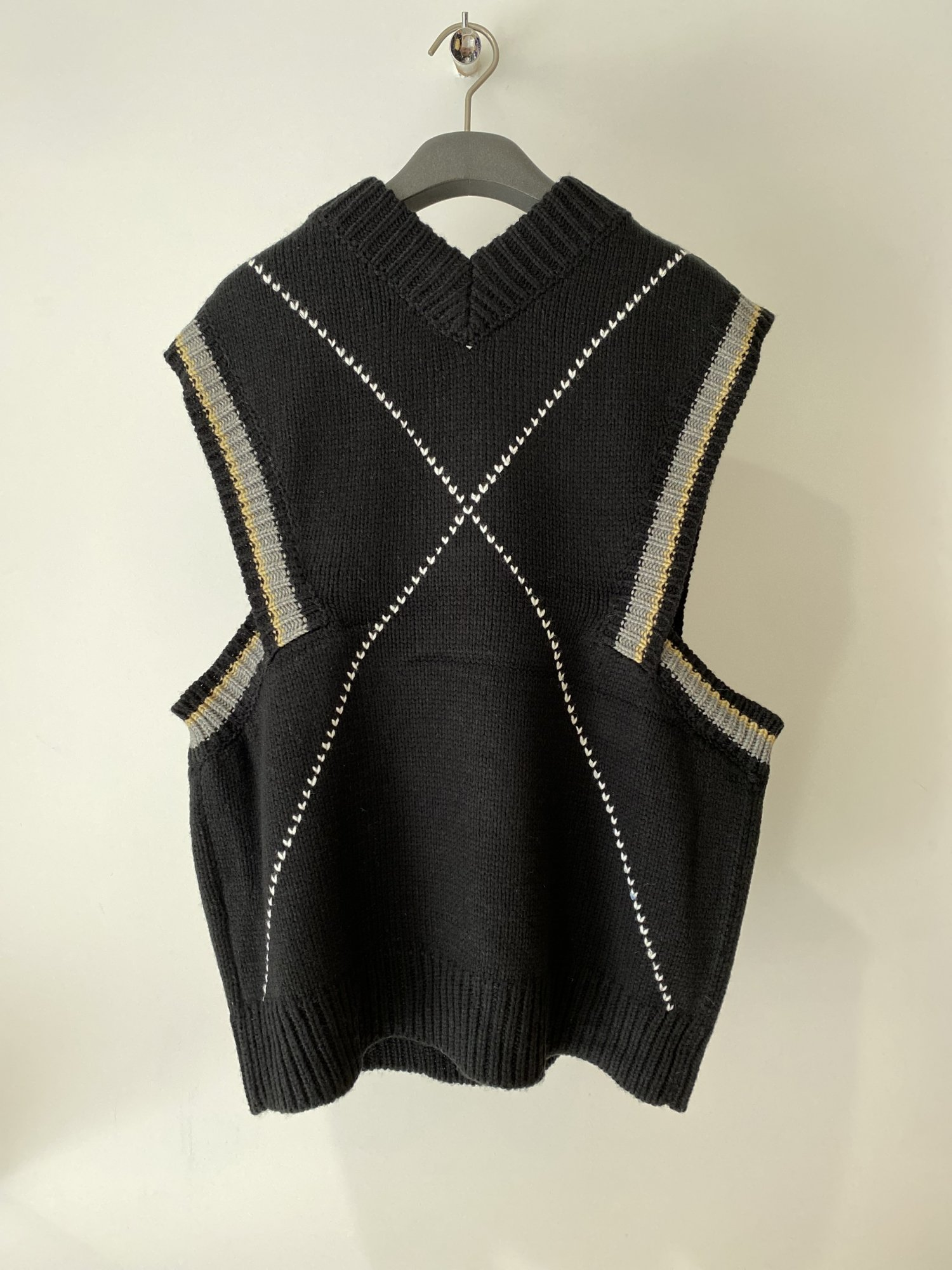 kudos<br />HEART CROSS KNIT VEST / BLACK<img class='new_mark_img2' src='https://img.shop-pro.jp/img/new/icons14.gif' style='border:none;display:inline;margin:0px;padding:0px;width:auto;' />
