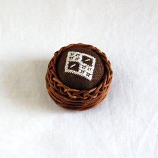 あけびかごのこぎん刺しピンクッション/茶