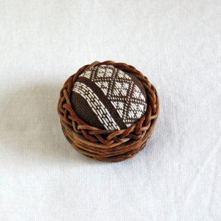 あけびかごのこぎん刺しピンクッション/茶色