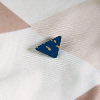 漆のブローチ/三角/山岡奈津江