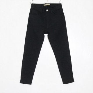 SLIM TAPERED PANTS / BLACK