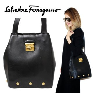 <img class='new_mark_img1' src='https://img.shop-pro.jp/img/new/icons14.gif' style='border:none;display:inline;margin:0px;padding:0px;width:auto;' />Ferragamo フェラガモ ヴィンテージ<br>スタッズレザーショルダーバッグ