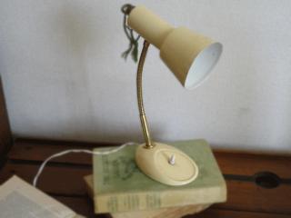 フランス アイボリーのアンティークデスクランプ