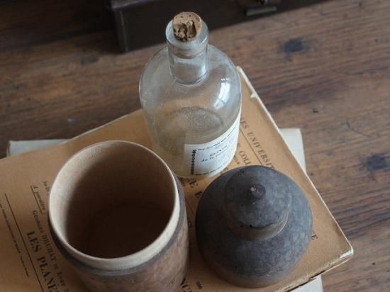 木箱入りのアンティークボトル(シャルトリューズ)