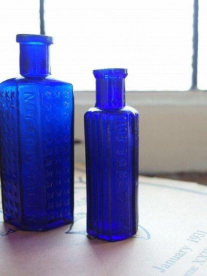 イギリス コバルトブルーのアンティークボトル 2個セット