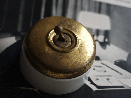 フランス  真鍮カバーのアンティークスイッチ