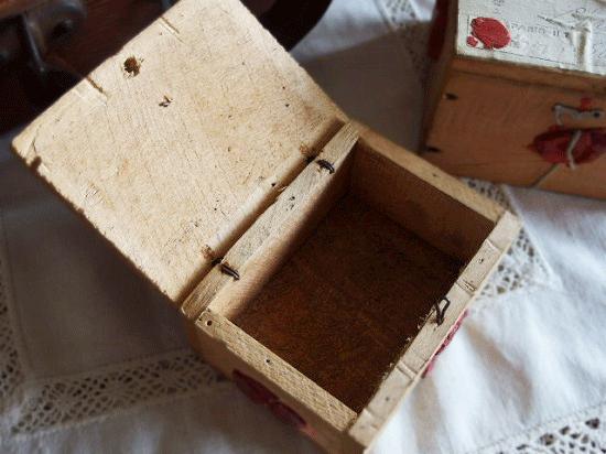 アンティーク  フランスの郵便用木箱(針金フック付き)